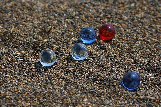 Szkło optiwhite a szkło piaskowane. Porównanie
