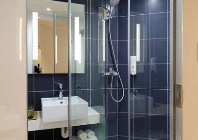 szklane kabiny prysznicowe bez brodzika 1 400x284