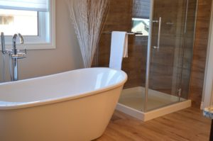 szklane kabiny prysznicowe z brodzikiem 300x199