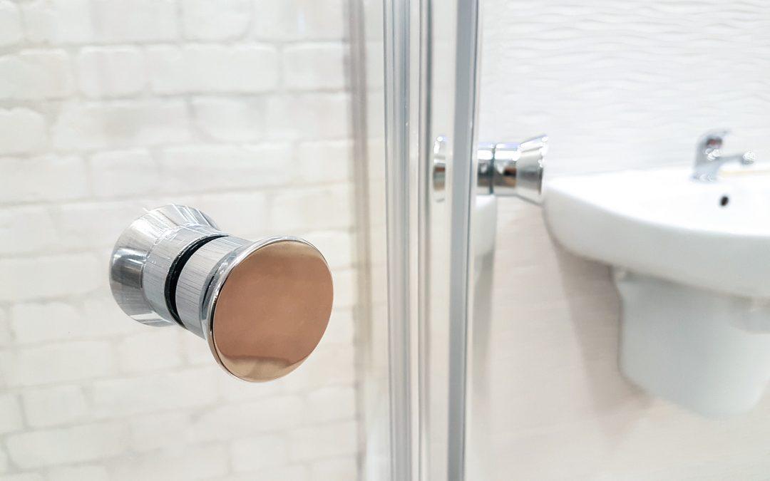 Jaki rodzaj szkła do kabiny prysznicowej wybrać? Przegląd typów