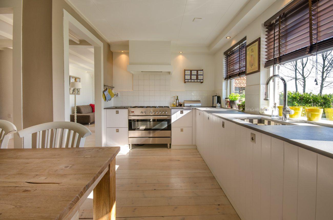 Poznaj 5 ciekawych pomysłów na zastosowanie różnego rodzaju szkła w swojej kuchni