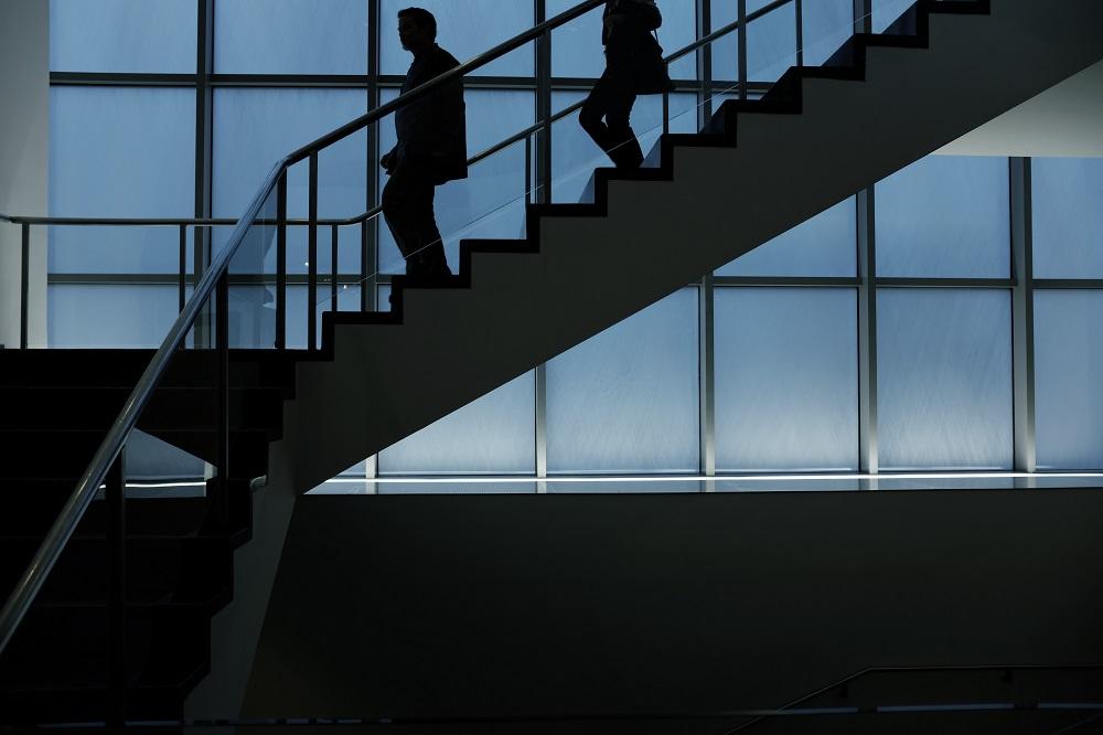 O czym należy pamiętać kupując szklane balustrady?