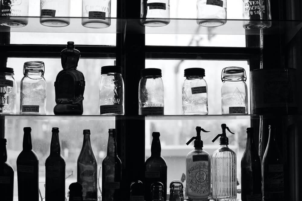 Półki szklane – przegląd propozycji na ich wykorzystanie