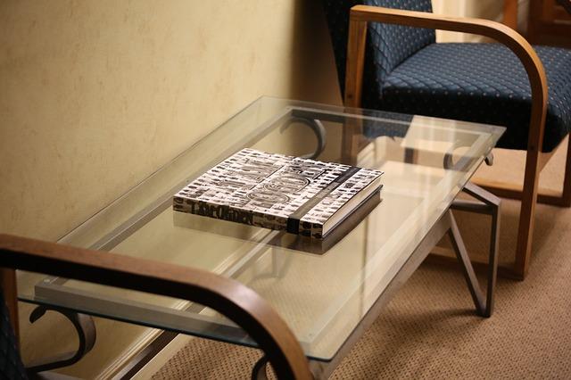 6 inspirujących pomysłów na meble ze szkła