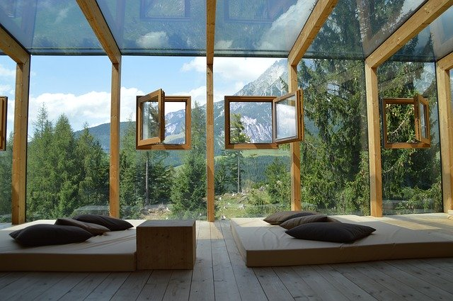 Inspiracje na szklane ściany i przeszklenia w mieszkaniu i domu