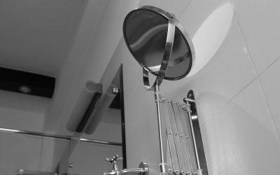 Lustro na suficie i inne nietypowe wykorzystania luster – kompleksowy przegląd