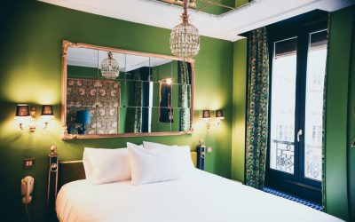 5 pomysłów na ciekawe zastosowanie lustra na wymiar w sypialni