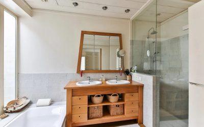 Czym różnią się szklane drzwi do wanny od tych prysznicowych? Tłumaczymy
