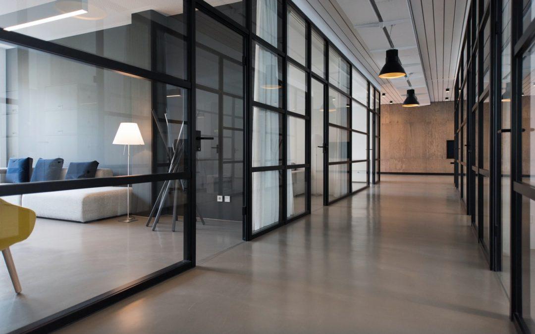 7 propozycji na stylowe wykorzystanie szkła w sypialni