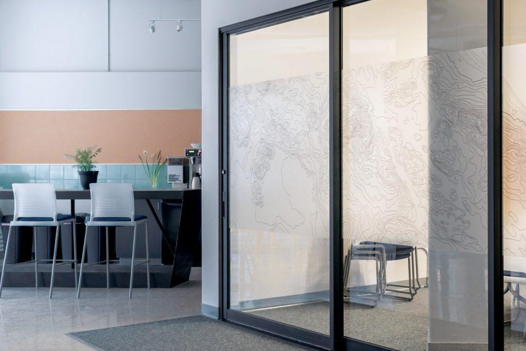 Jak i gdzie wykorzystać szkło w kuchni?